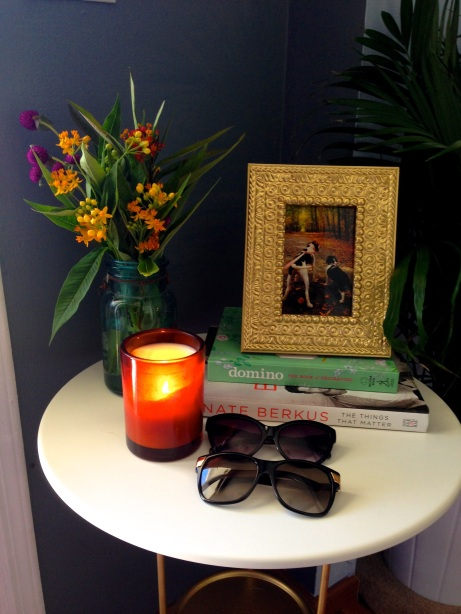 DIY Ikea side table, mason jar, wildflowers, and design books. Surroundedbypretty.com #falldecor #autumn