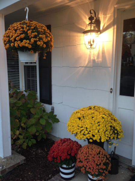 Exterior entry makeover under $100 on surroundedbypretty.com