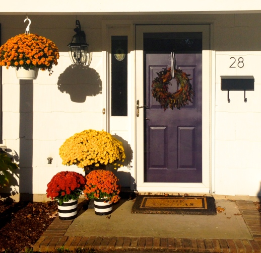 Exterior entrance makeover for under $100 on surroundedbypretty.com