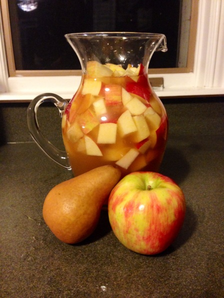 The perfect fall drink: Apple Cider Sangria on surroundedbypretty.com
